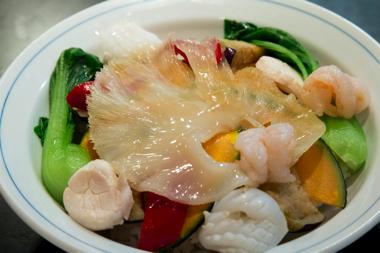 海鮮と旬菜のクリームフカヒレ丼